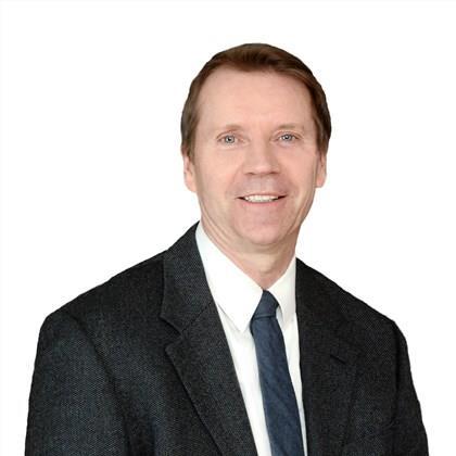 Denis                                              Dommer